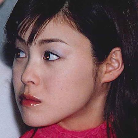 松浦亜弥赤いリップとピンクニット