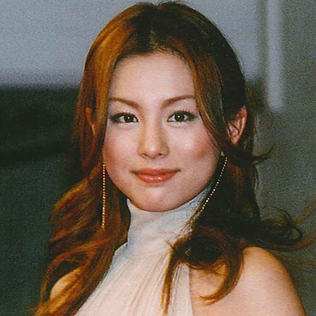 巻き髪ロングの米倉涼子
