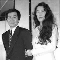 結婚会見の小林麻美