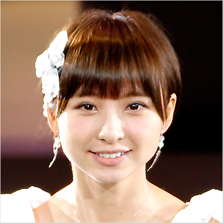 篠田麻里子、「MORE」専属モデル...
