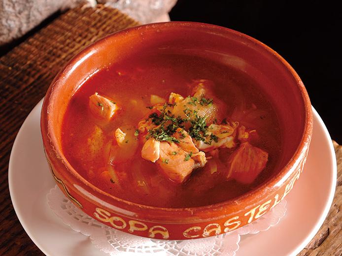 鮭とパプリカの風味を玉子でまとめあげる 鮭のスープ