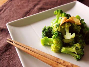 04話【ベジつまみ】野菜で呑むのは味気ないという前に、ニンニクとアンチョビを買っておけ、という話|ブロッコリーのアンチョビ&ニンニク風味