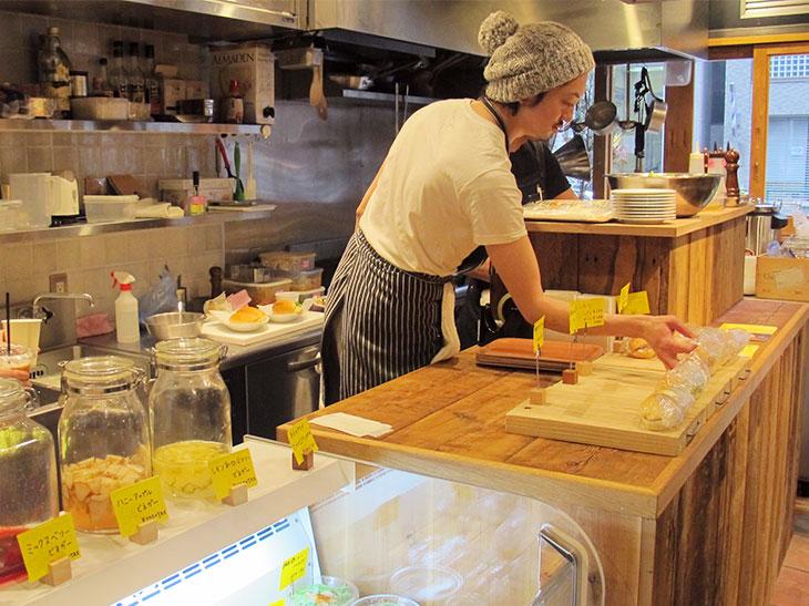 【NEW OPEN】名店で使用される卵や柔らかジューシーなトンカツなど、具材にとことんこだわる街のコッペパン屋が登場。