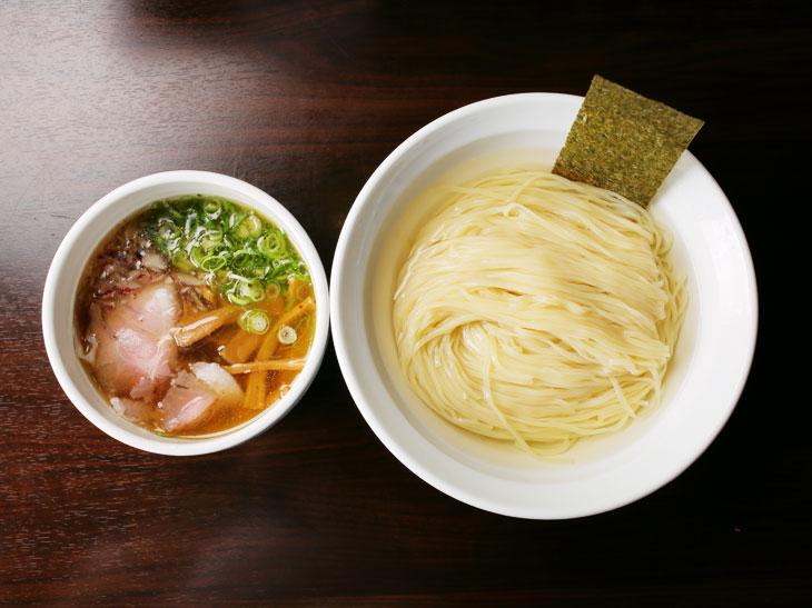 超濃厚か、超クリアか? 秋葉原「志奈田」で堪能する2種類の絶品煮干つけ麺|田中一明のラーメン官僚主義!