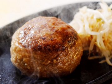 エントリーNo.5 『宮澤和牛 名物 飲めるハンバーグ』。 千葉産の宮澤和牛を使った、新感覚の味わいはメディアでも大絶賛だそう。1個(180g)1,000円。