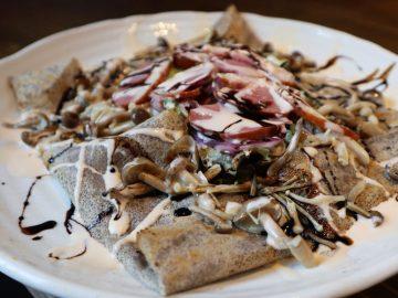 蕎麦屋が開いた神楽坂のガレットカフェ。絶品「鴨のガレット」は、本場フランスのガレット」と何が違う?