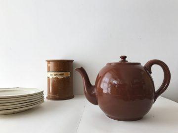 英国で見つけたビンテージの「ティーポット」と「ホーロー鍋」|モノ好きの食卓