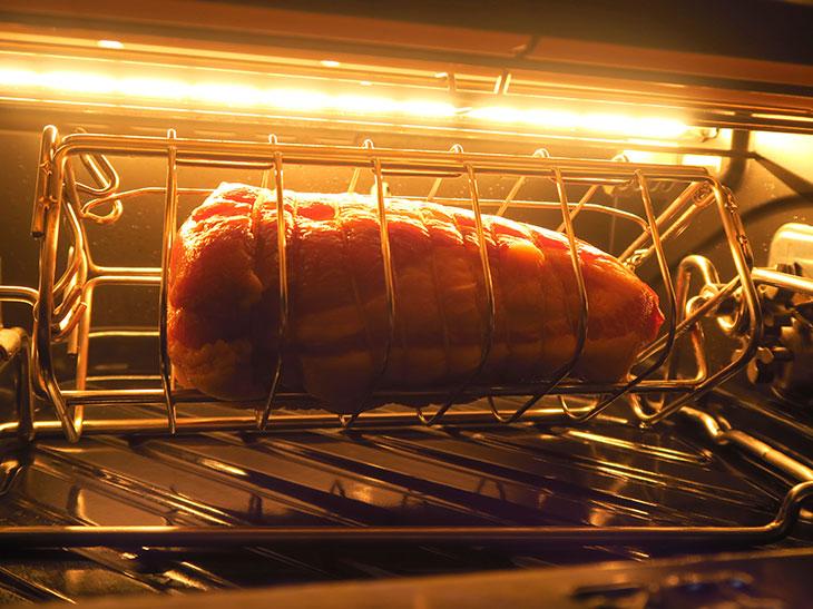 塊肉がグルグル回る姿は圧巻!5万円の「ロティサリーグリル&スモーク」はいま買うべき?