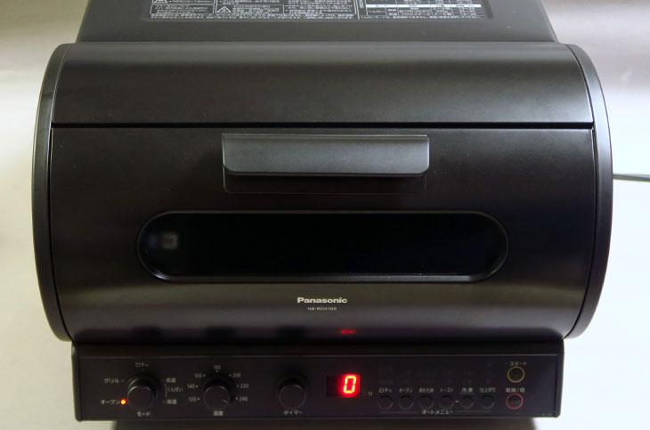 高機能なオーブントースターという位置付けだがサイズはなかなか存在感があり、カラーはブラックのみ