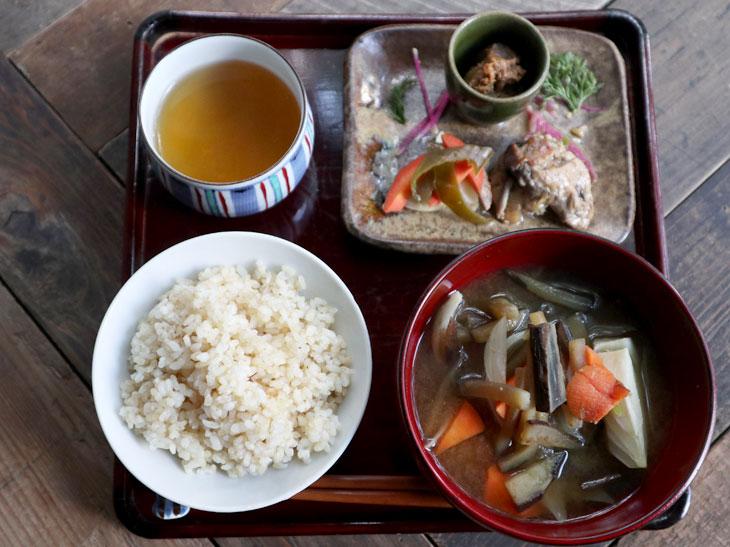 """「発酵定食」で痩せた?!本郷のカフェ『麹中』の""""超・地味飯""""ランチにハマる人続出。その理由とは?"""
