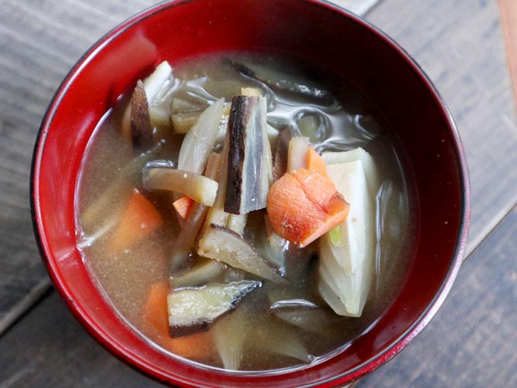 各地の自然農園で獲れた野菜を使った味噌汁