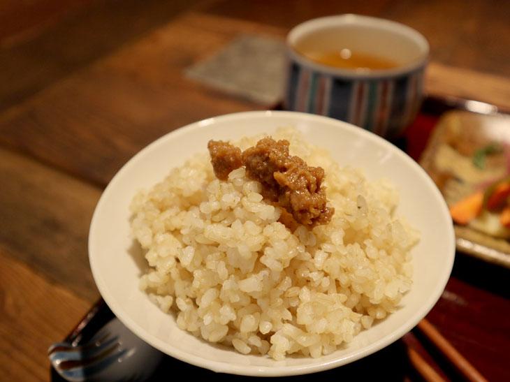 日替わりのなめみそは、ご飯に和えて混ぜご飯にするのもおすすめ