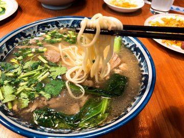 話題の「蘭州拉麺」を羊づくしの料理と一緒に楽しめる名店『火焔山』