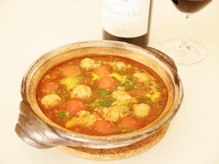 冷やご飯でOK!赤ワインが進む「味噌仕立ての親子雑炊」のレシピ