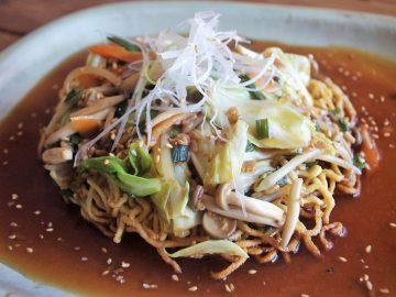 「ニラ醤のカリカリ堅焼きそば」のレシピ|ボリュームたっぷりの堅焼きそばを健康的に!という話
