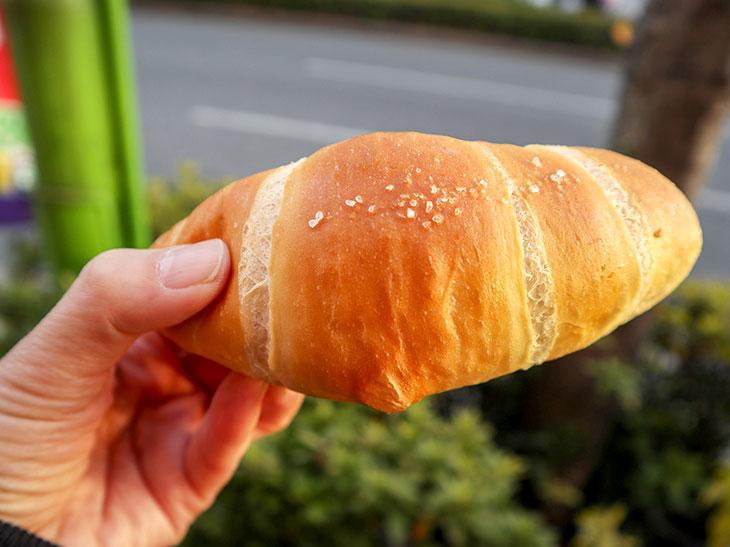 「塩パン」100円