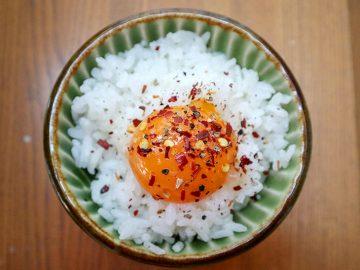 TKG革命!「卵かけご飯」がもっと美味しくなるカルディの優秀スパイスはどれ?
