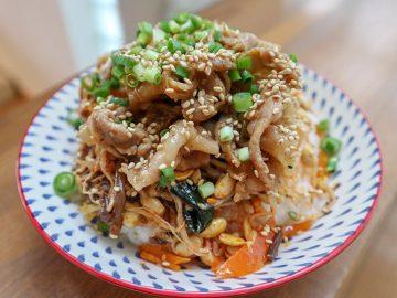 """カルディの""""丼の素""""2つを合体して作るオリジナル「スタミナビビン丼」がハンパなく旨い!"""