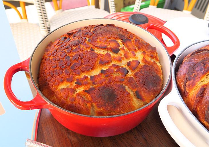 時間は平日ランチ(火曜はなし)と土日祝のブランチタイムで、予約も可能。パンが食べ放題なので、男性も満足できるはず。