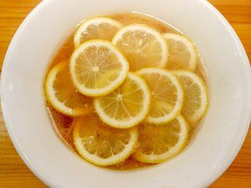 """レモンが10枚!『りんすず食堂』の""""レモンラーメン""""が意外な旨さ"""