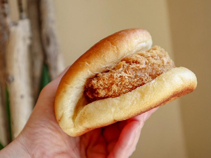 老舗パン屋のレシピを受け継ぐ『イトウベーカリー』のコロッケパンが旨い!