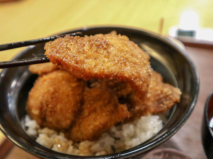 こちらが「あつ」。ちなみに福井のカツ丼は、この「あつ」だけが主流。