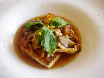 「たっぷりキノコのせ豆腐ステーキ」のレシピ|湯豆腐? 茶碗蒸し? ツルリふっくら豆腐の食感がステキだ、という話