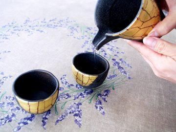 金沢で出会った金箔陶芸は、まるで結婚10年を祝福するかのように輝いてみえた。【酒器も肴のうち】