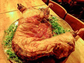 """冷菜から羊の丸焼きまで。24時間""""羊分補給""""OKな万能レストランとは?"""