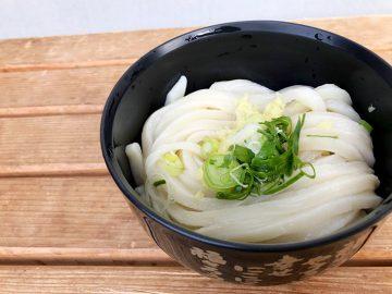 讃岐うどんの本場・香川の『須崎食料品店』で最強コスパの絶品うどんを食す