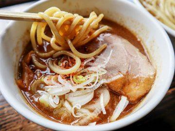 旨い店はタクシー運転手に訊け! 麺とスープが昼夜で変わる、池尻大橋の絶品つけ麺『麺処 和利道』