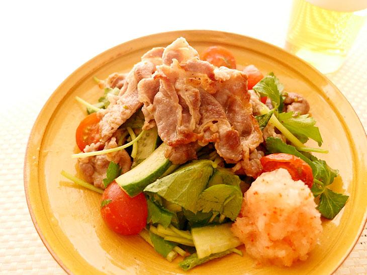 手作りぽん酢で楽しむ「炙り豚しゃぶサラダ」のレシピ