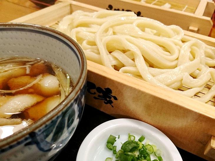 「肉汁うどん」普通盛り830円