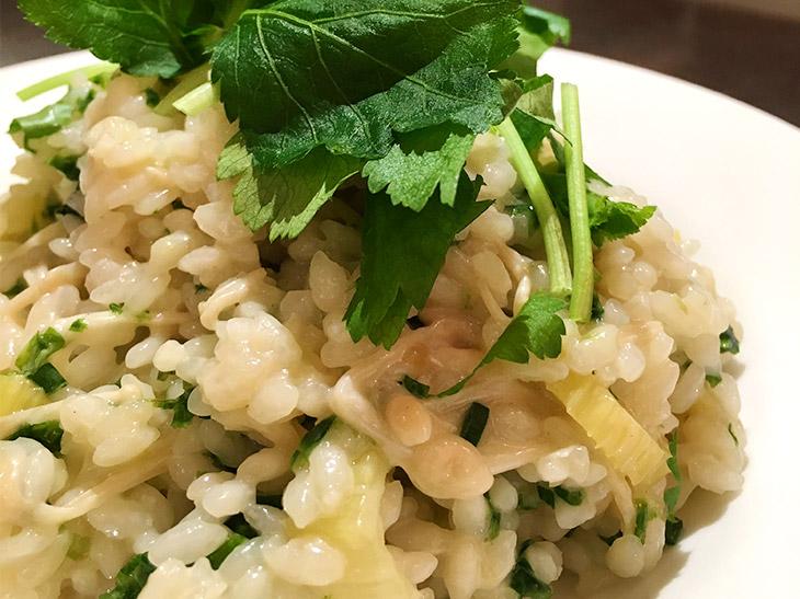 『アイズバー』江藤愛さんのヒミツめし! 冷やご飯とコンビニ食材で作れる海苔ときのこのリゾット