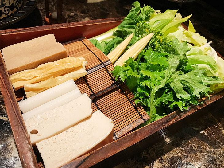 「季節の彩り野菜と豆腐盛り」