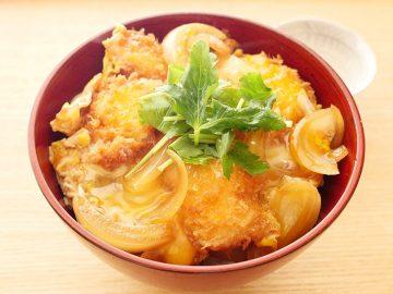 ふっくら鶏かつを玉子でとじる絶品「親子かつ丼」のレシピ