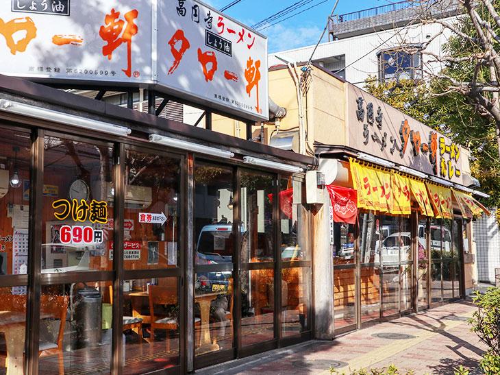 丸ノ内線・新高円寺から徒歩1分の場所にあります。向かって左側がカウンターの立ち食い、右がテーブル席になっています