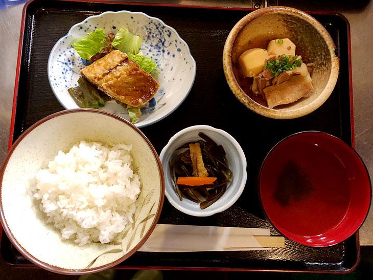 東京駅周辺で発見したコスパ最強の1,000円以下和定食が最高に美味しい隠れ家ランチ店とは?