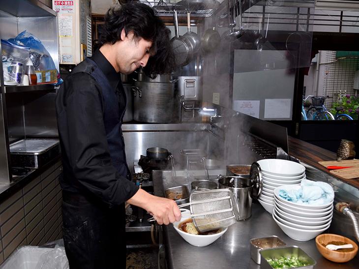 「他にはない味を探求しています」と笑顔で語ってくれた店主の永田さん