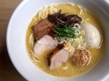 鳥の旨み爆発! 練馬「博多水炊きらーめん」の鶏白湯スープがサラサラなのに濃厚な理由