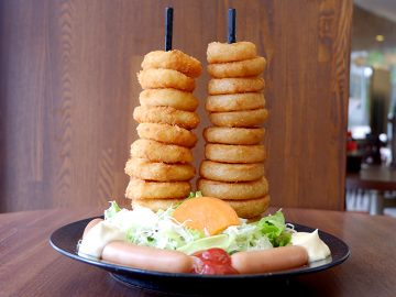 『TOKYO都庁議事堂レストラン』で、東京都庁と都議会議事堂を模した名物「リングタワー」を食べてきた