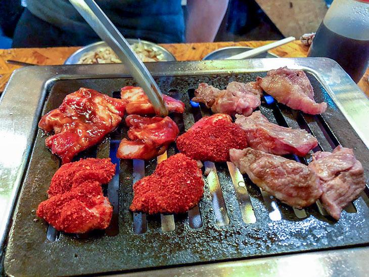 焼き肉方式で羊を焼くタイプのジンギスカン。これはこれで筆者は大好き