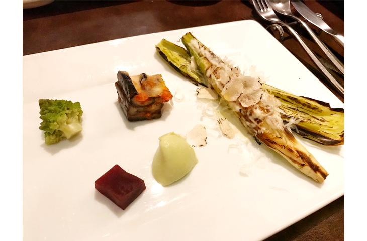 左上からロマネスコ クミンのソテー、ナスのオーブン焼き、ビーツ、空豆のムース