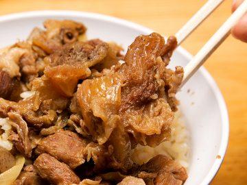 浅草ホッピー通りの老舗『正ちゃん』のトロトロ牛煮込み「牛めし」は、一度は食べるべき丼界の横綱!