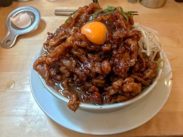 高校生三つ星通信。肉は男のロマン。神田末広町ジャンク・ロードの「肉汁麺」は肉量で勝負するクールな麺だった!