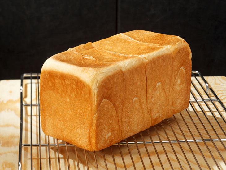 焼きあがったばかりのパンは、香りもよく、とろけるような口どけ感。ミミもほんのり香ばしくておいしい!