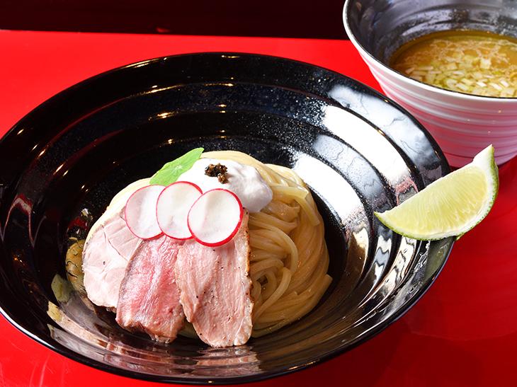 動物系×魚介系の絶妙なバランスに感涙! 『江戸前つけ麺 銀座魄瑛』の「特製つけ麺」が旨い