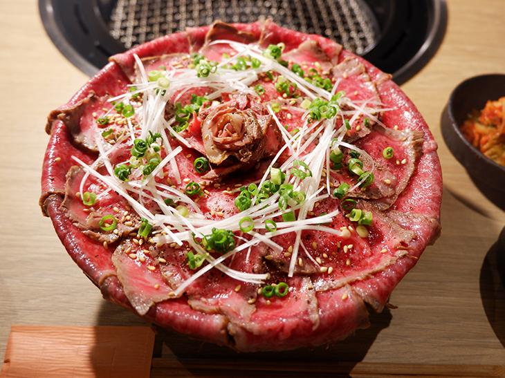 焼肉店の本気肉丼! 「鬼(おに)く丼」という名の絶品イチボ丼を食べてきた