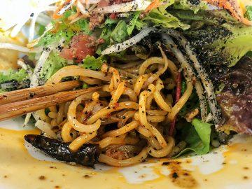 旨い店はタクシー運転手に訊け! 東京で食べたい「冷やし汁なし坦々麺」の名店2軒