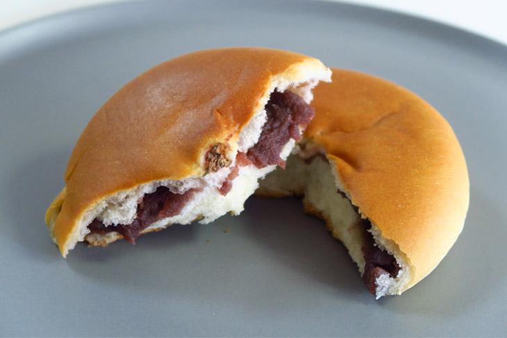 普段あんぱんを温めることはあまりないが、温めるとパン生地の美味しさが際立つ